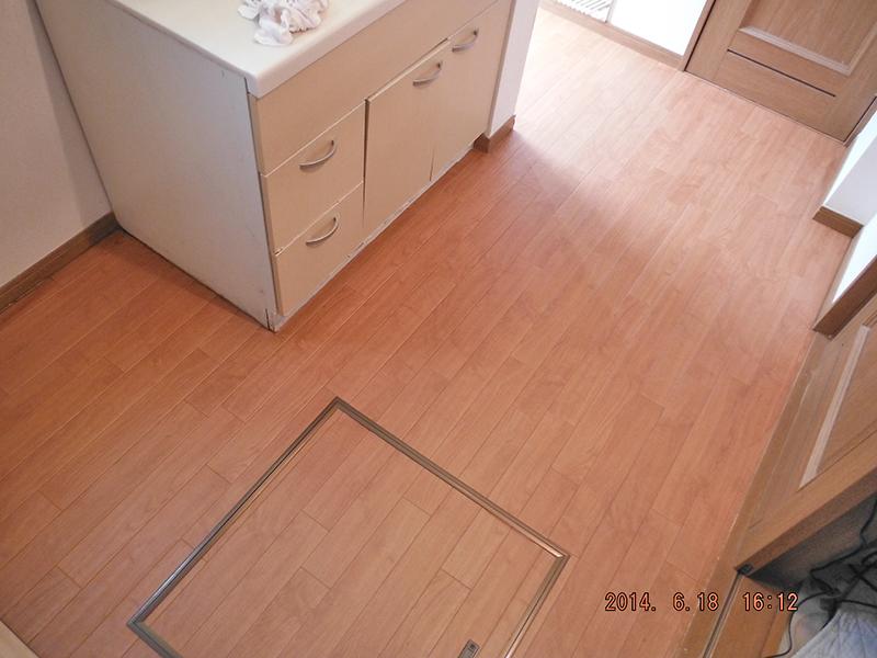 洗面室床改修工事