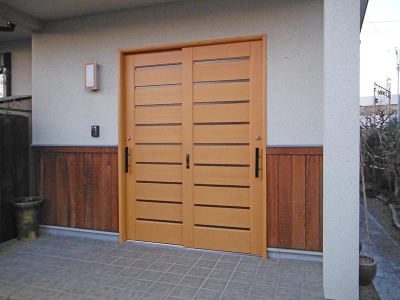 2/10玄関戸塗装工事完了