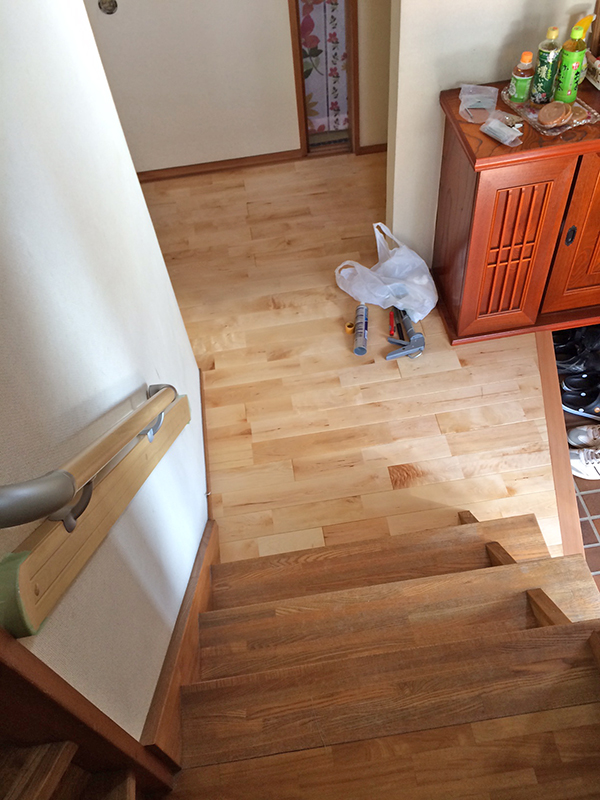 階段手すり・廊下・納戸床改装工事